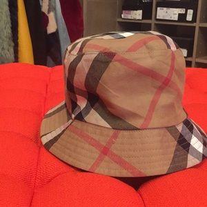 Burberry woman's hat reversible